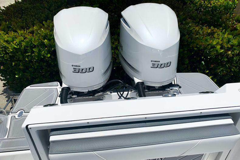 Thumbnail 2 for New 2020 Blackfin 272CC boat for sale in Stuart, FL