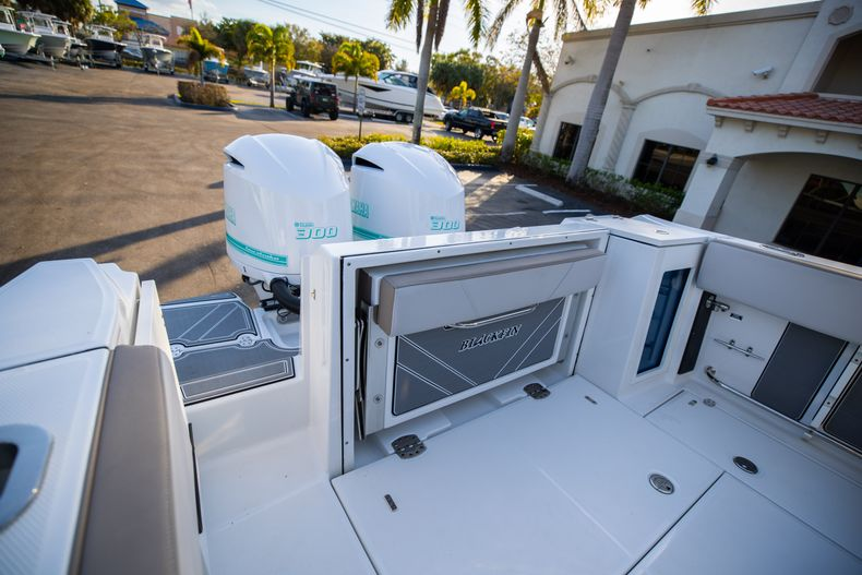 Thumbnail 10 for New 2020 Blackfin 272CC boat for sale in West Palm Beach, FL
