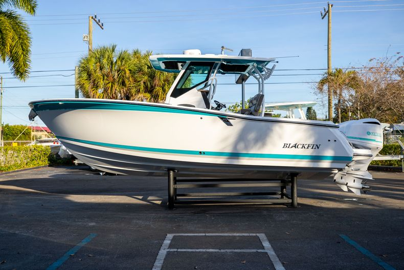 Thumbnail 4 for New 2020 Blackfin 272CC boat for sale in West Palm Beach, FL