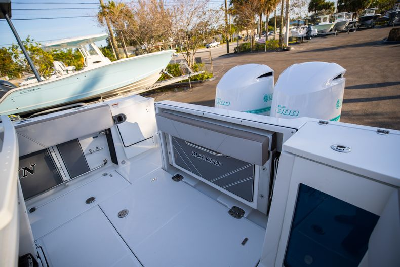 Thumbnail 14 for New 2020 Blackfin 272CC boat for sale in West Palm Beach, FL