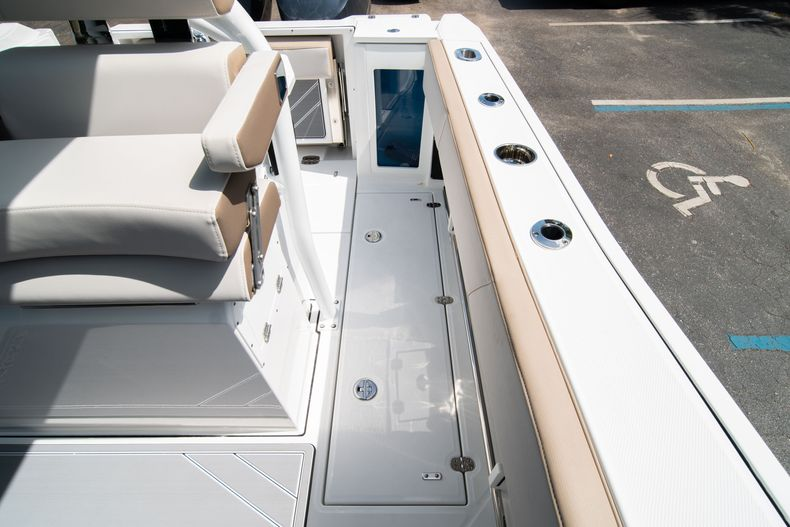 Thumbnail 23 for New 2020 Blackfin 272CC boat for sale in West Palm Beach, FL