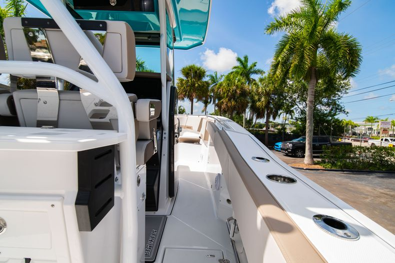 Thumbnail 17 for New 2020 Blackfin 272CC boat for sale in West Palm Beach, FL