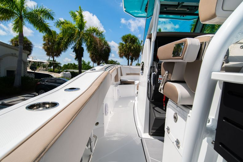 Thumbnail 22 for New 2020 Blackfin 272CC boat for sale in West Palm Beach, FL