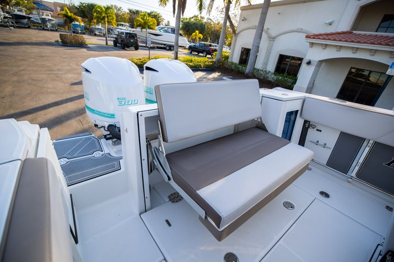 Thumbnail 11 for New 2020 Blackfin 272CC boat for sale in West Palm Beach, FL