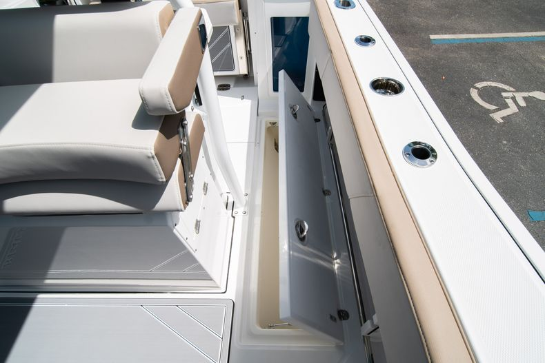 Thumbnail 24 for New 2020 Blackfin 272CC boat for sale in West Palm Beach, FL