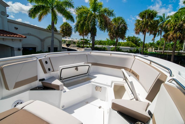 Thumbnail 42 for New 2020 Blackfin 272CC boat for sale in West Palm Beach, FL