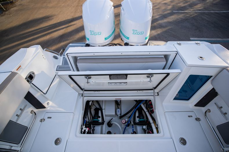 Thumbnail 13 for New 2020 Blackfin 272CC boat for sale in West Palm Beach, FL