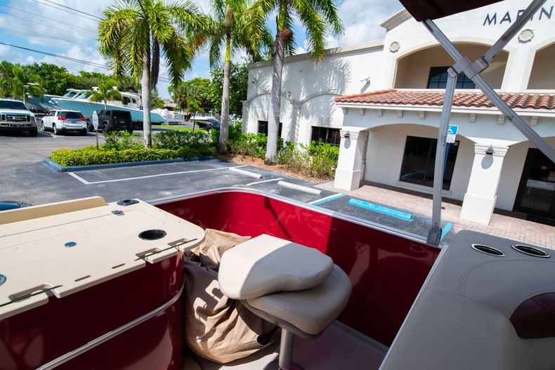 Thumbnail 17 for Used 2016 Sylvan Mirage Cruise 820 boat for sale in West Palm Beach, FL