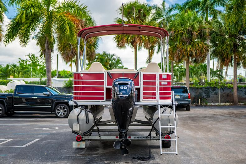 Thumbnail 9 for Used 2016 Sylvan Mirage Cruise 820 boat for sale in West Palm Beach, FL