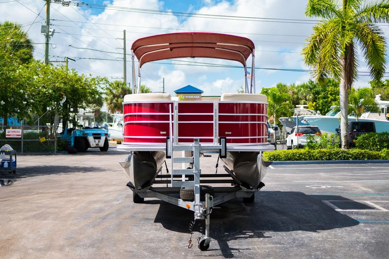Thumbnail 3 for Used 2016 Sylvan Mirage Cruise 820 boat for sale in West Palm Beach, FL