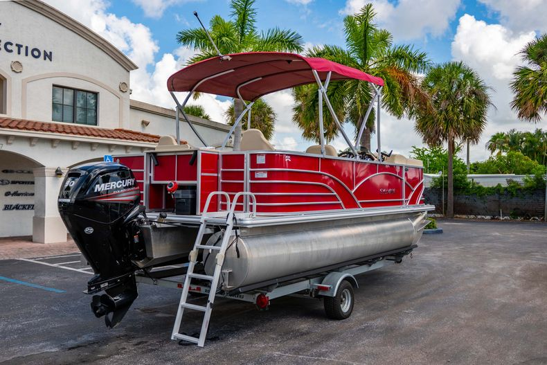 Thumbnail 10 for Used 2016 Sylvan Mirage Cruise 820 boat for sale in West Palm Beach, FL