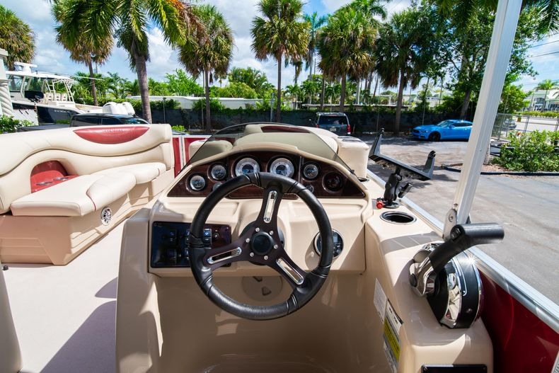 Thumbnail 22 for Used 2016 Sylvan Mirage Cruise 820 boat for sale in West Palm Beach, FL