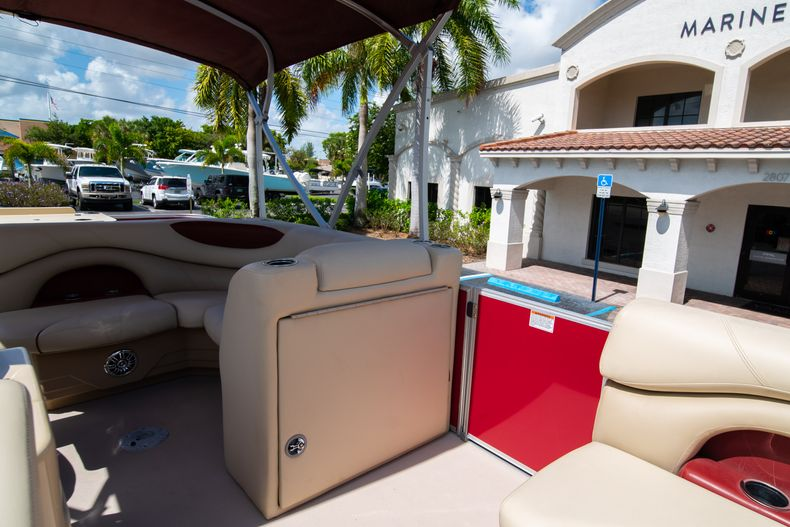 Thumbnail 31 for Used 2016 Sylvan Mirage Cruise 820 boat for sale in West Palm Beach, FL