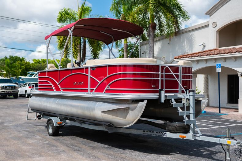 Thumbnail 1 for Used 2016 Sylvan Mirage Cruise 820 boat for sale in West Palm Beach, FL