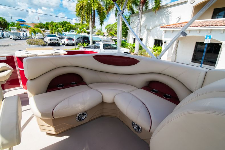 Thumbnail 27 for Used 2016 Sylvan Mirage Cruise 820 boat for sale in West Palm Beach, FL