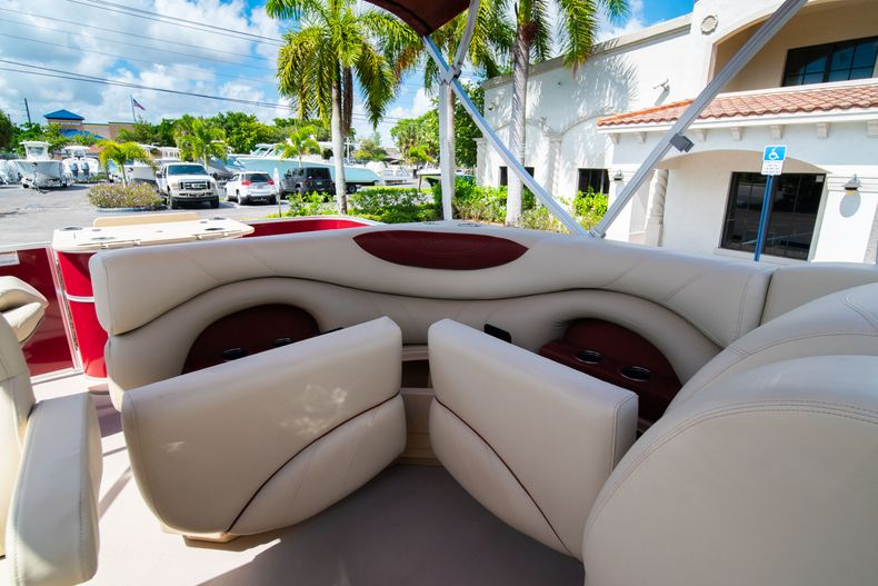 Thumbnail 19 for Used 2016 Sylvan Mirage Cruise 820 boat for sale in West Palm Beach, FL