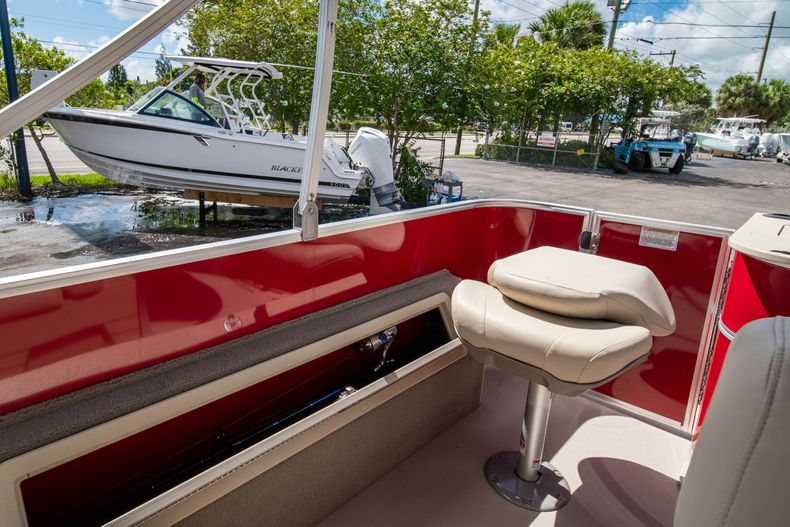 Thumbnail 13 for Used 2016 Sylvan Mirage Cruise 820 boat for sale in West Palm Beach, FL