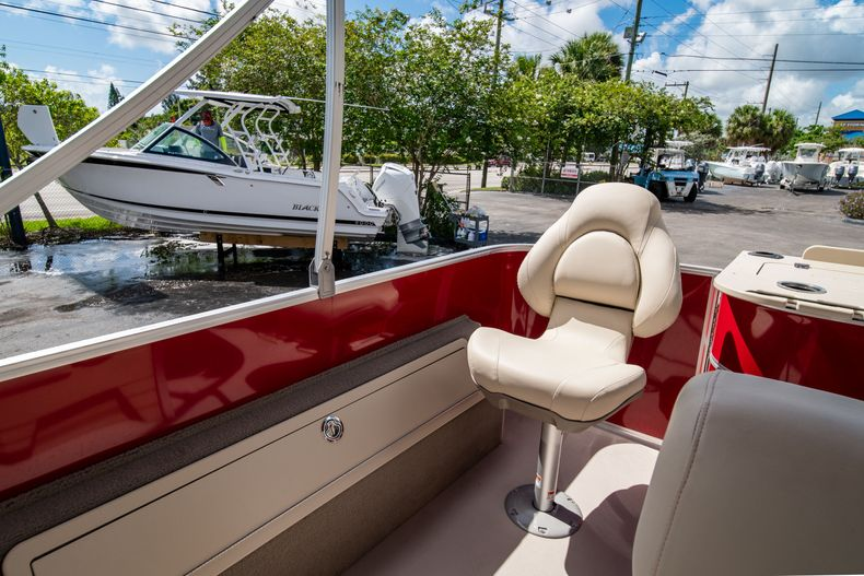Thumbnail 14 for Used 2016 Sylvan Mirage Cruise 820 boat for sale in West Palm Beach, FL