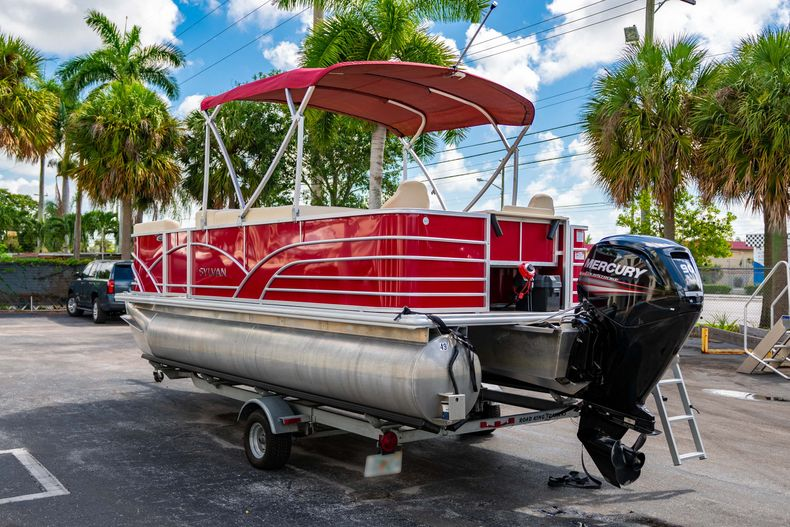 Thumbnail 7 for Used 2016 Sylvan Mirage Cruise 820 boat for sale in West Palm Beach, FL