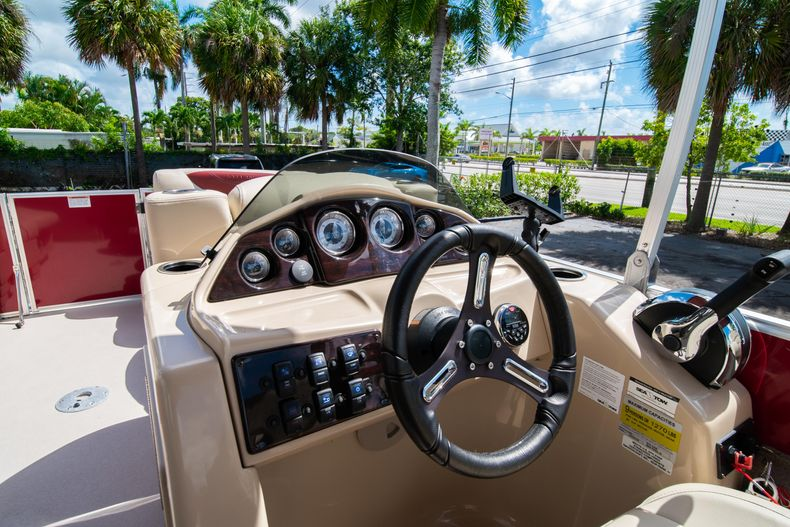 Thumbnail 23 for Used 2016 Sylvan Mirage Cruise 820 boat for sale in West Palm Beach, FL