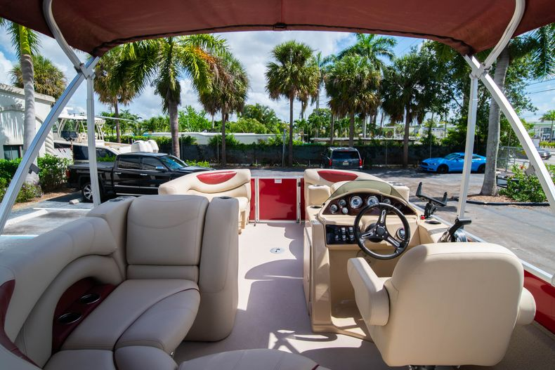 Thumbnail 12 for Used 2016 Sylvan Mirage Cruise 820 boat for sale in West Palm Beach, FL