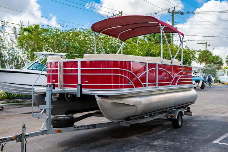 Thumbnail 4 for Used 2016 Sylvan Mirage Cruise 820 boat for sale in West Palm Beach, FL