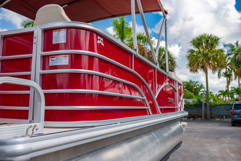 Thumbnail 11 for Used 2016 Sylvan Mirage Cruise 820 boat for sale in West Palm Beach, FL