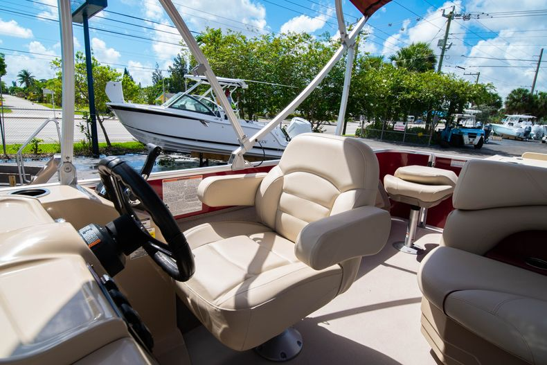 Thumbnail 28 for Used 2016 Sylvan Mirage Cruise 820 boat for sale in West Palm Beach, FL