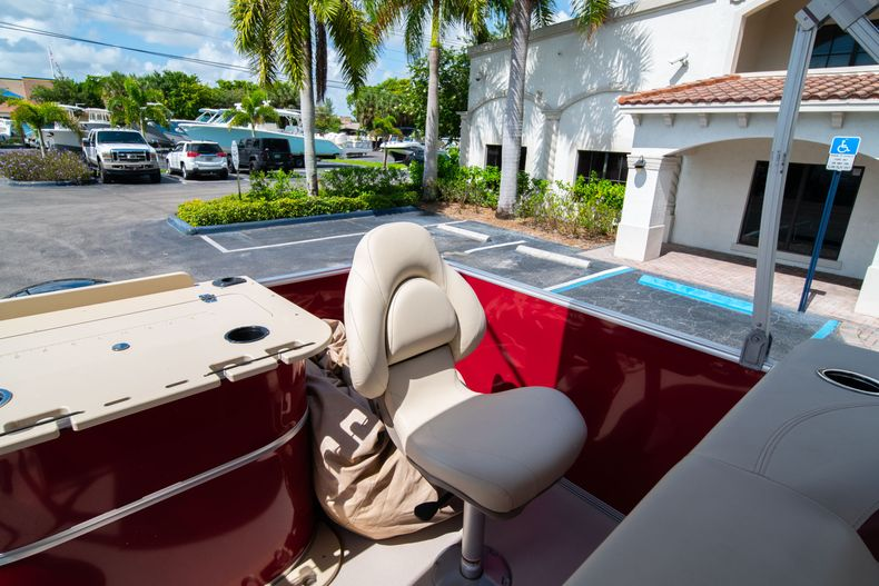 Thumbnail 18 for Used 2016 Sylvan Mirage Cruise 820 boat for sale in West Palm Beach, FL