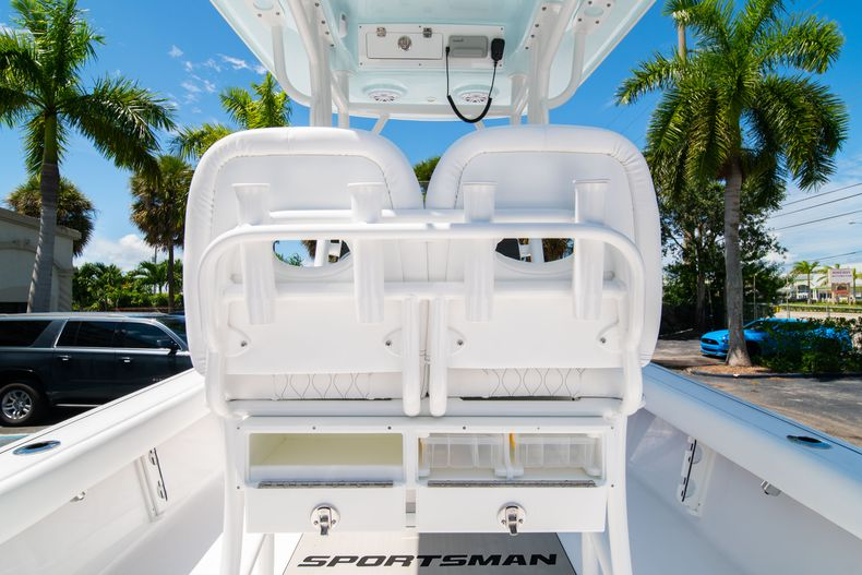 Thumbnail 18 for New 2021 Sportsman Masters 247 Bay Boat boat for sale in West Palm Beach, FL