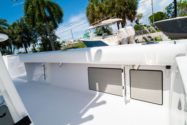 Thumbnail 15 for New 2021 Sportsman Masters 247 Bay Boat boat for sale in West Palm Beach, FL