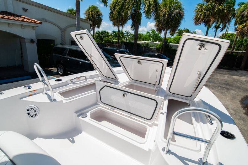 Thumbnail 35 for New 2021 Sportsman Masters 247 Bay Boat boat for sale in West Palm Beach, FL