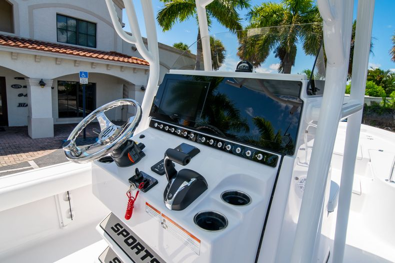 Thumbnail 21 for New 2021 Sportsman Masters 247 Bay Boat boat for sale in West Palm Beach, FL