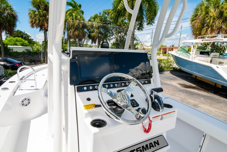 Thumbnail 27 for New 2021 Sportsman Masters 247 Bay Boat boat for sale in West Palm Beach, FL