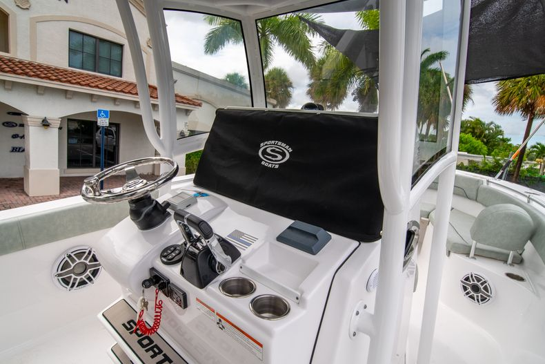 Thumbnail 31 for Used 2020 Sportsman Heritage 251 Center Console boat for sale in West Palm Beach, FL