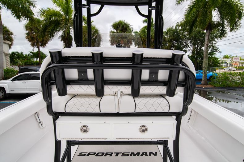 Thumbnail 17 for New 2021 Sportsman Masters 227 Bay Boat boat for sale in West Palm Beach, FL