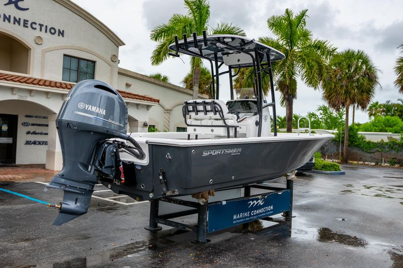 Thumbnail 7 for New 2021 Sportsman Masters 227 Bay Boat boat for sale in West Palm Beach, FL
