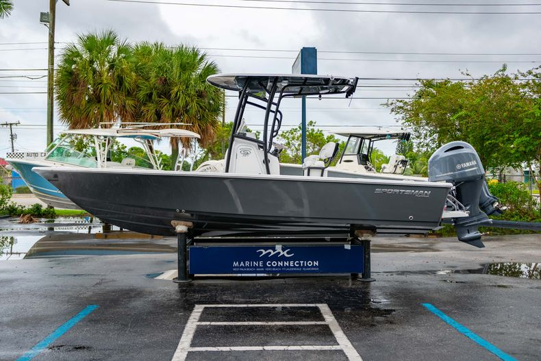 Thumbnail 4 for New 2021 Sportsman Masters 227 Bay Boat boat for sale in West Palm Beach, FL