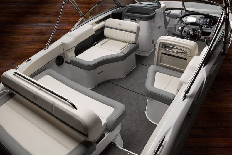 Thumbnail 14 for New 2021 Cobalt 23SC boat for sale in West Palm Beach, FL