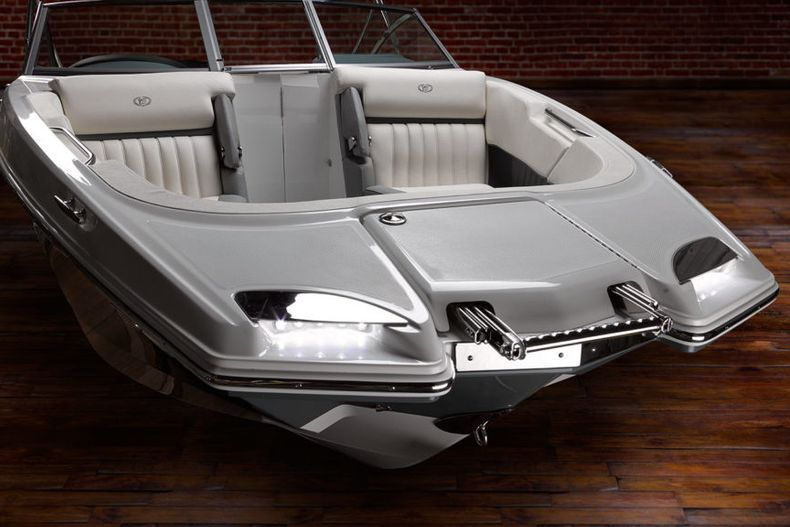 Thumbnail 11 for New 2021 Cobalt 23SC boat for sale in West Palm Beach, FL