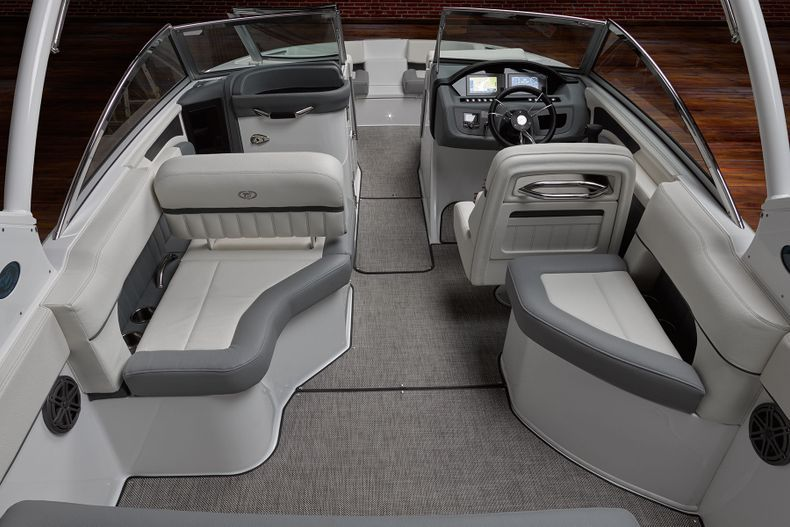 Thumbnail 18 for New 2021 Cobalt 25SC boat for sale in West Palm Beach, FL