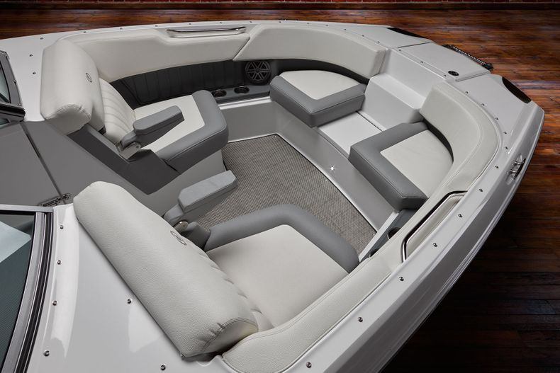 Thumbnail 16 for New 2021 Cobalt 25SC boat for sale in West Palm Beach, FL