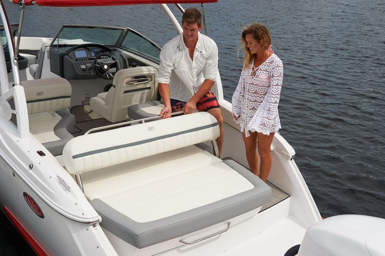 Thumbnail 24 for New 2021 Cobalt 25SC boat for sale in West Palm Beach, FL