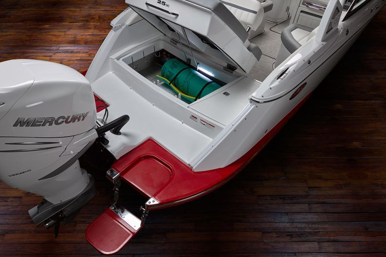 Thumbnail 20 for New 2021 Cobalt 25SC boat for sale in West Palm Beach, FL
