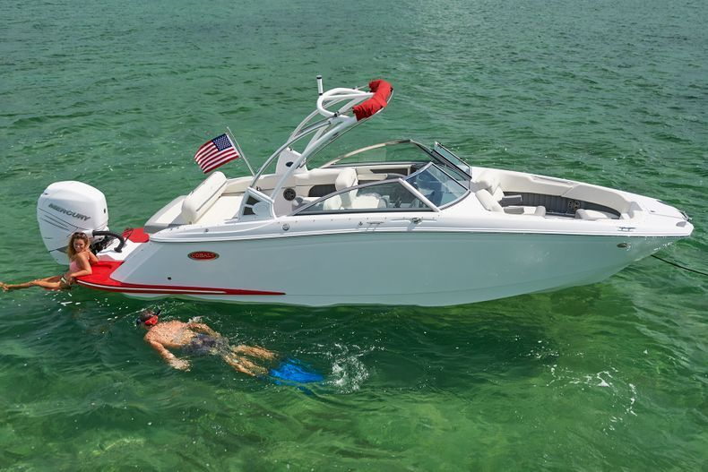 Thumbnail 4 for New 2021 Cobalt 25SC boat for sale in West Palm Beach, FL