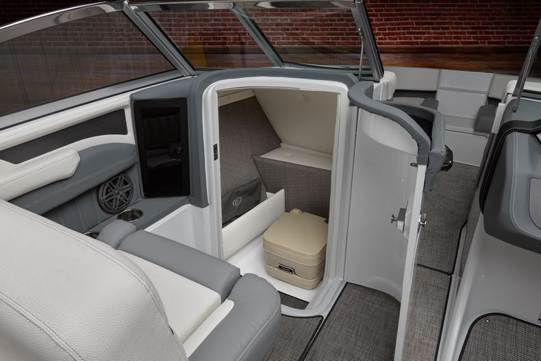 Thumbnail 22 for New 2021 Cobalt 25SC boat for sale in West Palm Beach, FL