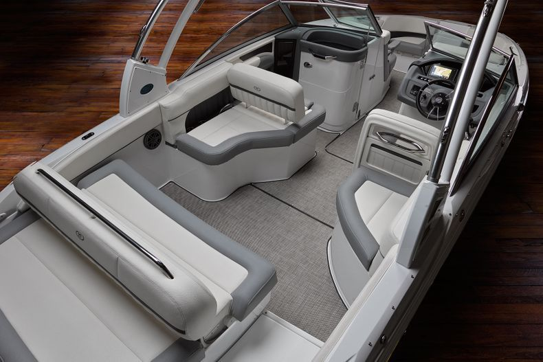 Thumbnail 13 for New 2021 Cobalt 25SC boat for sale in West Palm Beach, FL