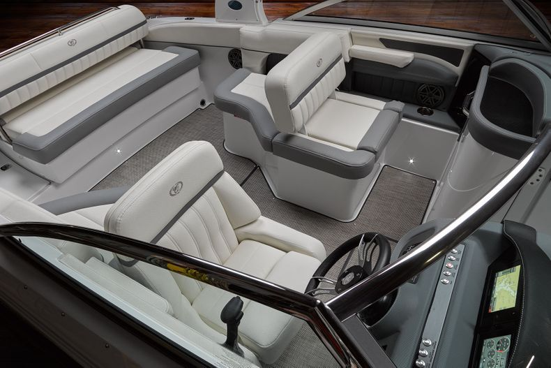 Thumbnail 14 for New 2021 Cobalt 25SC boat for sale in West Palm Beach, FL