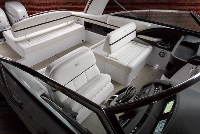 Thumbnail 19 for New 2021 Cobalt 30SC boat for sale in West Palm Beach, FL