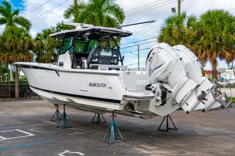 Thumbnail 5 for Used 2020 Blackfin 332CC Center Console boat for sale in Fort Lauderdale, FL